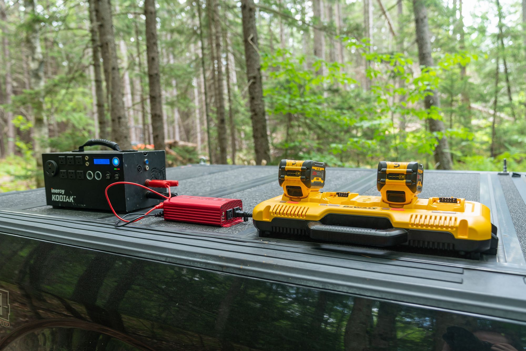 Jobsite Battery Charging with the Dewalt DCB104