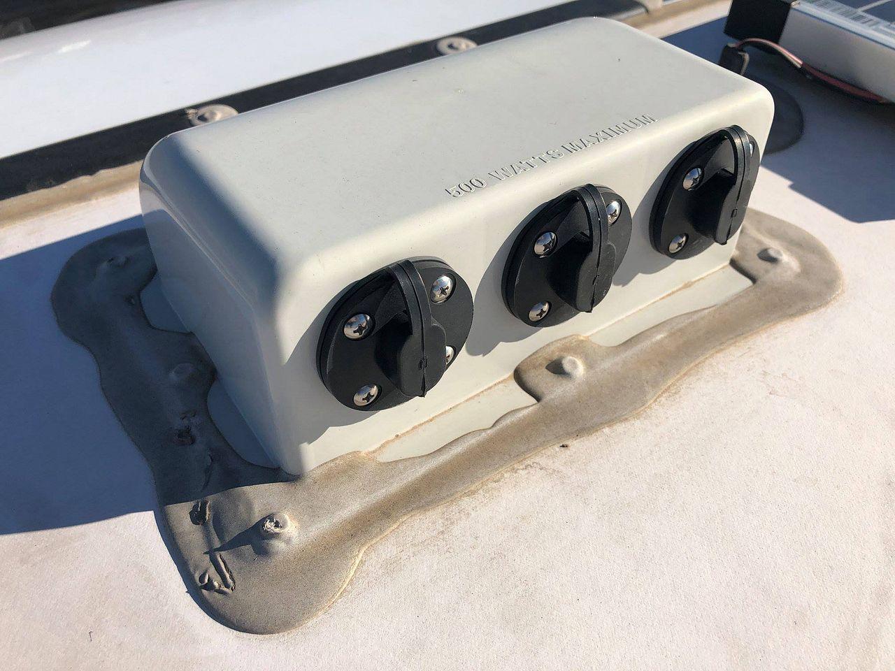 Unsafe Zamp Solar Combiner Box