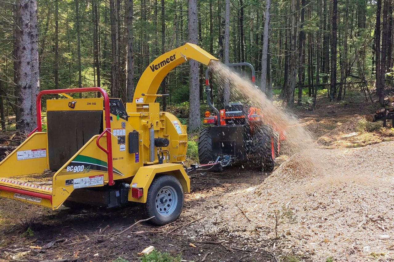 Wood Chipping with the Vermeer BC900XL