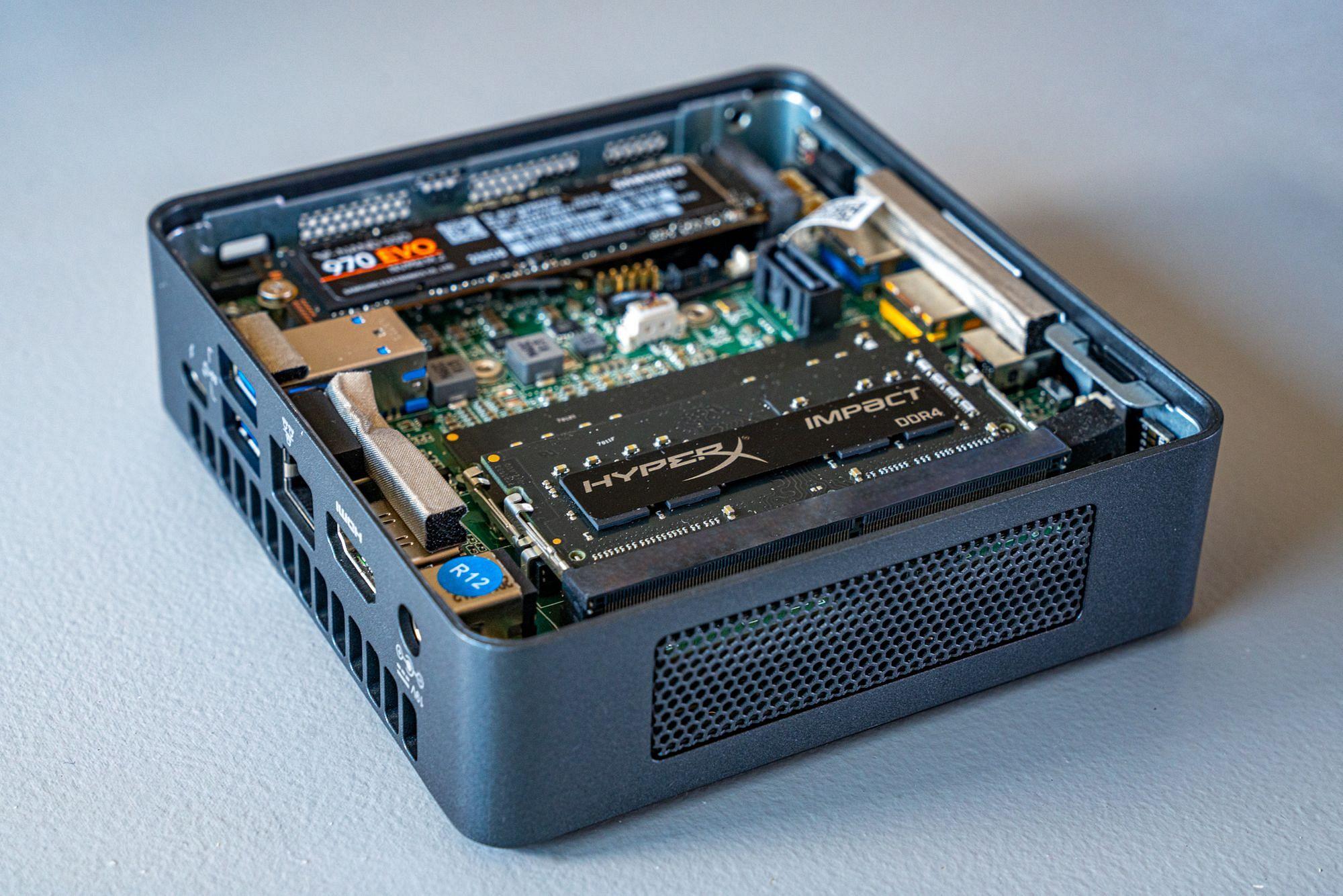 Intel NUC8i3BEK